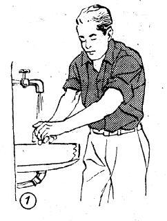 1-Eller bileklere kadar üç kere oğuşturularak yıkanır.