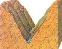 Dağlarda yükseklerde bulunan nehir vadilerinin dik kenarları vardır. Kesitte V şeklinde görünür. Nehir seyrinin aşağısında daha geniş ve daha sığ hâle gelir.