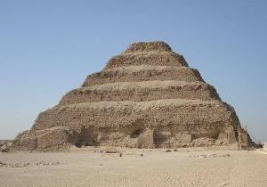 Eski Mısır'da yapılan ilk piramit : Zoser Piramidi