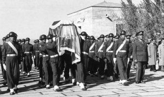 Atatürk'ün Naaşının Anıtkabir'e Taşınması