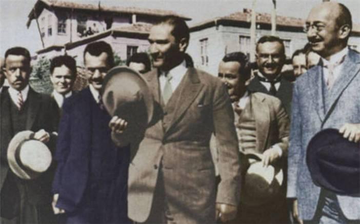 Atatürk ve Şapka Devrimi