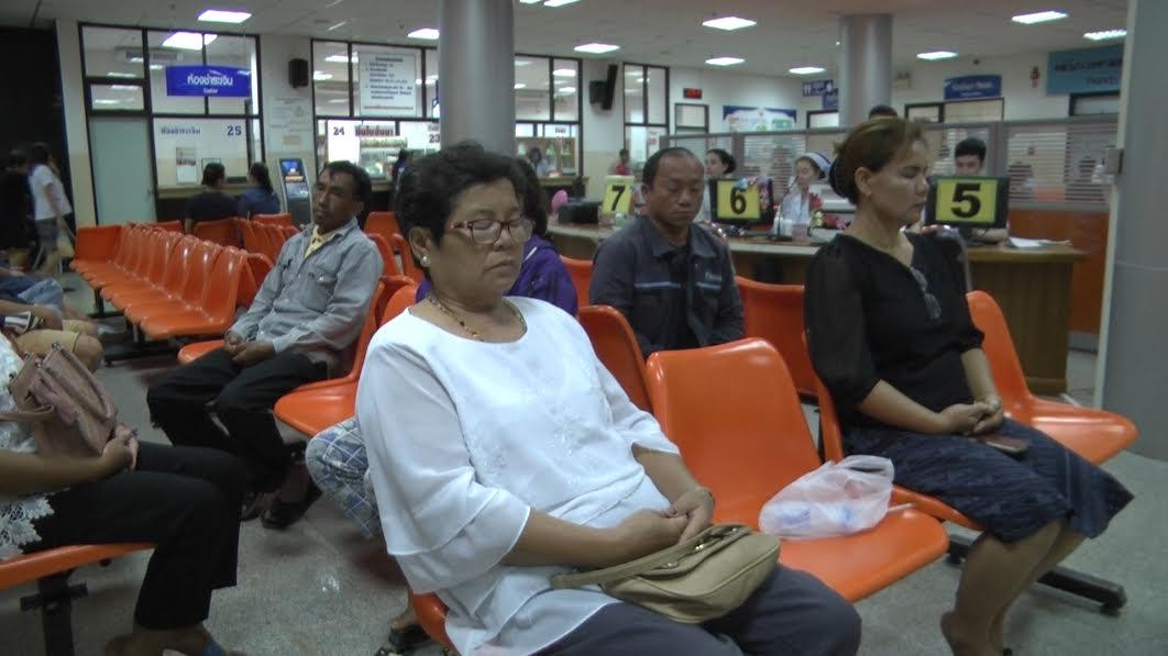 รพ.นครพนม ส่งเสริมสุขภาพจิตผู้มาใช้บริการนั่งสมาธิ3