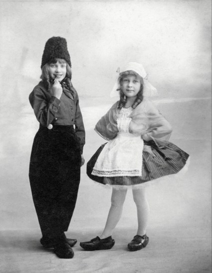 Anonymous photographer, France, Paris, Early 20th century. Souvenir picture. French interpretation of Dutch costumes.