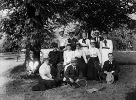 Anonymous photographer. Tennis Club Excelsior Delft, the Netherlands August 1900-1903 The picture is special because of all the names on the back (except the one of the photographer) In Dutch: 1: Karel van der Mandelen (onder boom), 2: Gebroeders Fabius, 3: Jo Post van der Burg, 4: Lie Post van der Burg, 5: Pietjie Verburg, 6: Betsy Knuttel, 7: Emy Arntzenius (op de grond), 8: Rien Damme (Vaandrig) 9: Marietje Knuttel 10: Lien Arntzenius, 11: Jo Snijders 12: Gerard Knuttel (op de grond), 13: Puk Fabius. Afwezig: Ans Braat en Cuup Snijders.