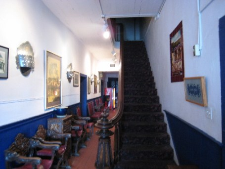 The magnificent Spanish staircase in the restaurant's foyer area.