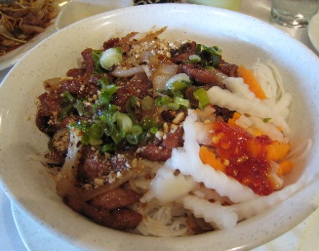 Vermicelli with spicy lemongrass and pork