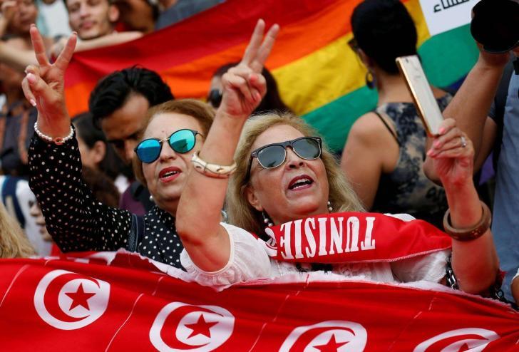 مظاهرات في تونس تطالب بالمساواة بين الرجل والمرأة في الميراث