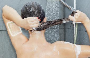 Pansement hydrocellulaire douche