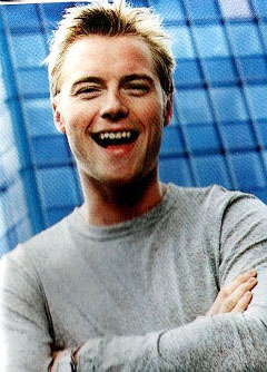 https://i1.wp.com/www.nndb.com/people/265/000109935/ronan-keating.jpg