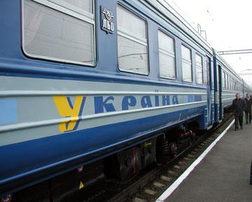Укрзалізниця відновлює рух потягів по всій Україні без обмежень