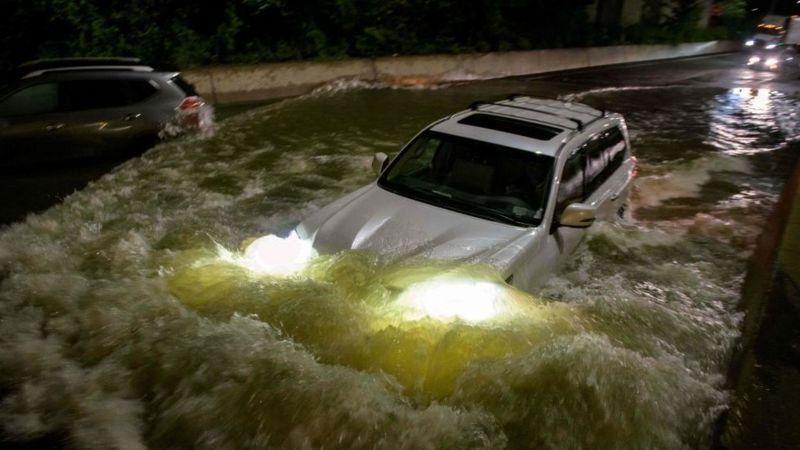 """Сотні тисяч людей залишилися без світла: У США лютує шторм """"Ніколас"""""""
