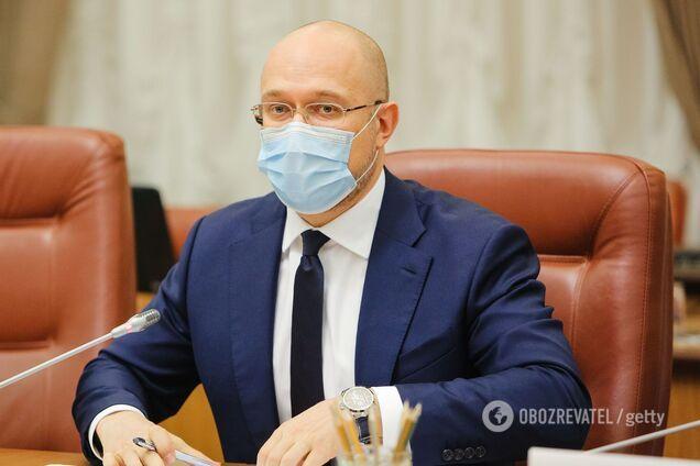 Заява прем'єр-міністра України Дениса Шмигаля на засіданні уряду: Пенсіонерам доплачуватимуть по 300 гривень. Хто і коли отримає гроші