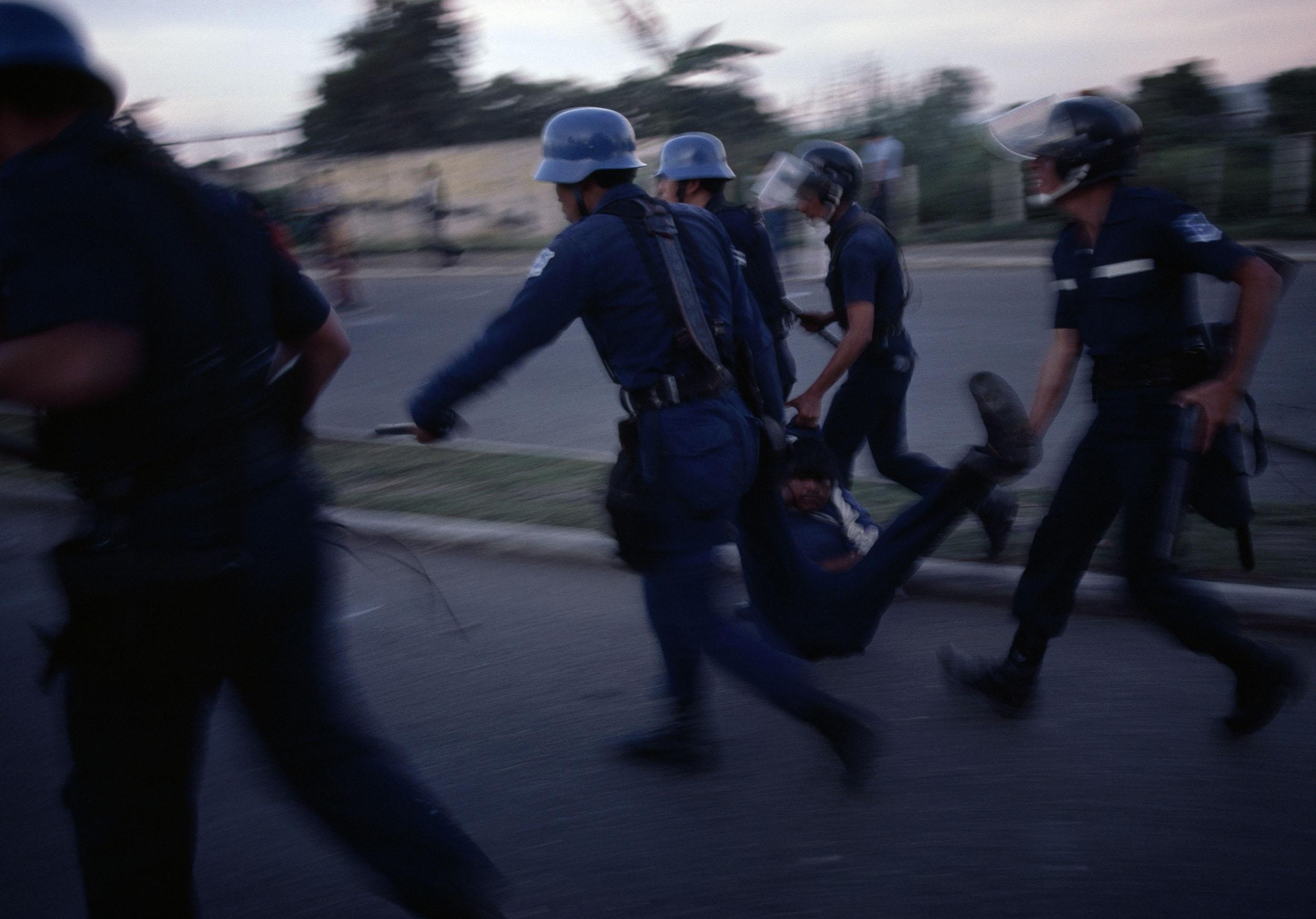 Policías contrainsurgentes