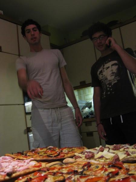 2009 05 Noah Filippo pizzas