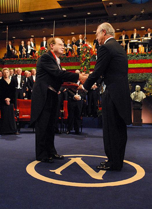 Luc Montagnier - Photo gallery - NobelPrize.org