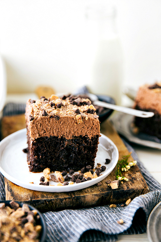 15 Delicious Poke Cake Recipes