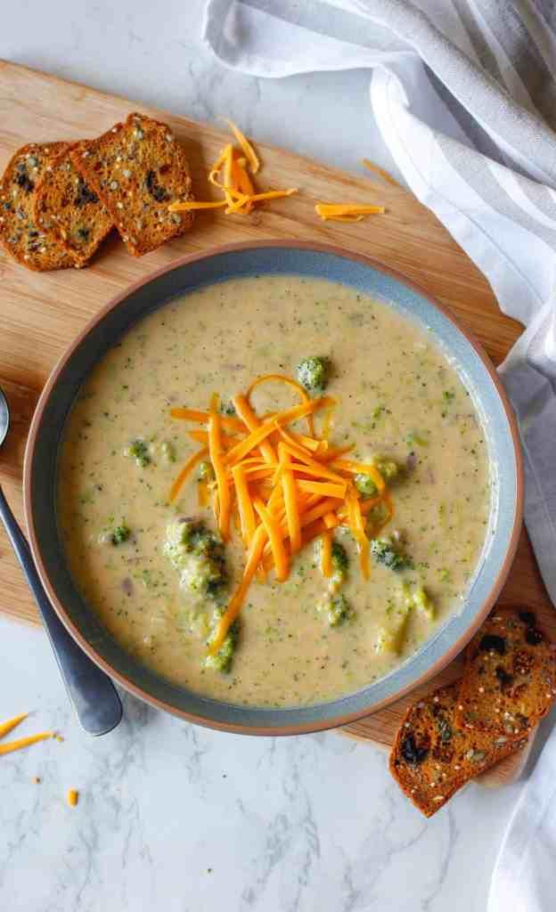 soupe vegan au brocoli et fromage