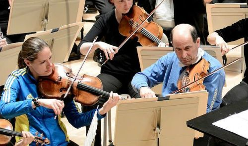 Boston Symphony assistant principal viola Cathy Basrak and principal violist Steven Ansell play in marathon gear (Stu Rosner)