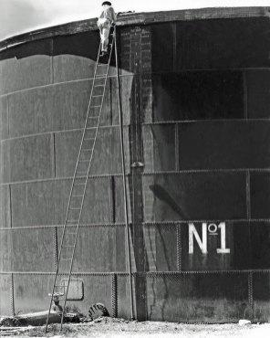 """Tina Modotti, """"Serbatoio numero 1"""" Messico, 1927"""