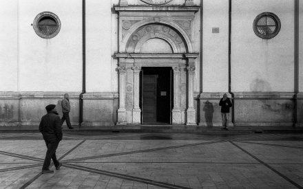 © Domenico Cichetti. Nella giusta posizione (Canon 7 + Jupiter 12 35mm f2.8 - FomaPan 200)