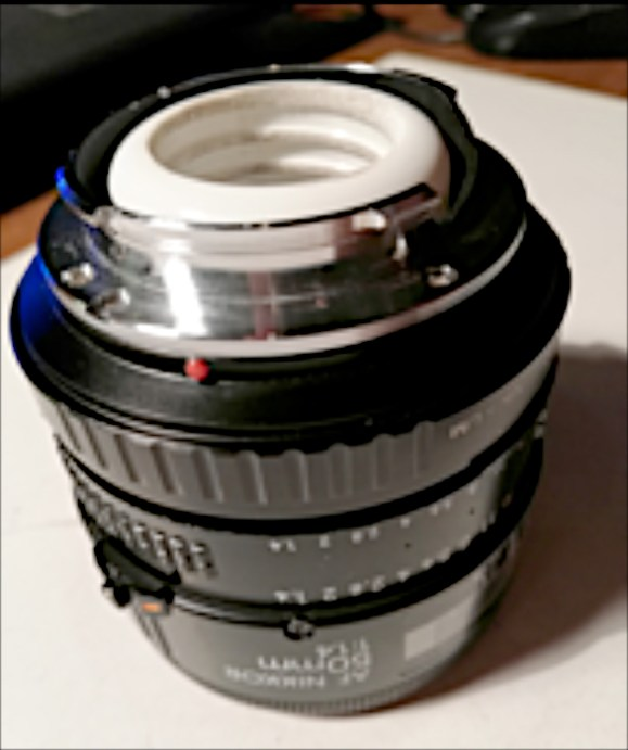 Collegare l'ottica con l'adattatore Nikon /Leica M