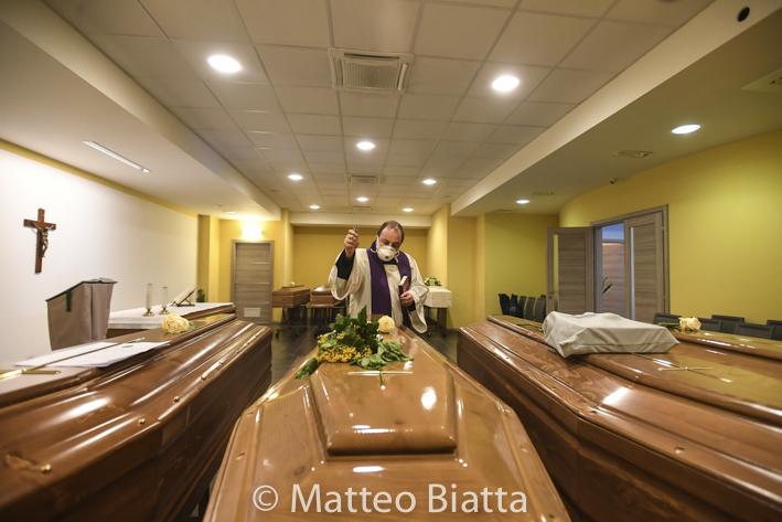 Emergenza Coronavirus benedizione delle bare Brescia 07/04/2020 Coronavirus Emergency blessing of coffins Brescia 07/04/2020