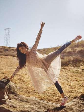 Sarah-Hyland-Self-Magazine-09