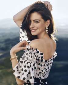 Anne-Hathaway-Town-Country-February-04
