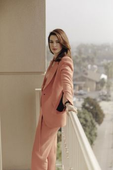 Anne-Hathaway-The-New-York-Times-05