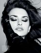 Penelope-Cruz-in-Vogue-Magazine-09