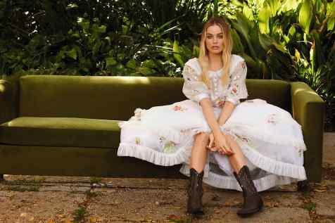 Margot-Robbie-Caitlin-01