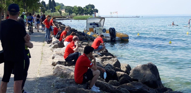 Tante bottiglie e mascherine nella pesca subacquea nei fondali del Garda