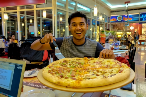 Win a Las Vegas Adventure w/ Pizza Hut Blowout Pizza feat. X-Men Apocalypse