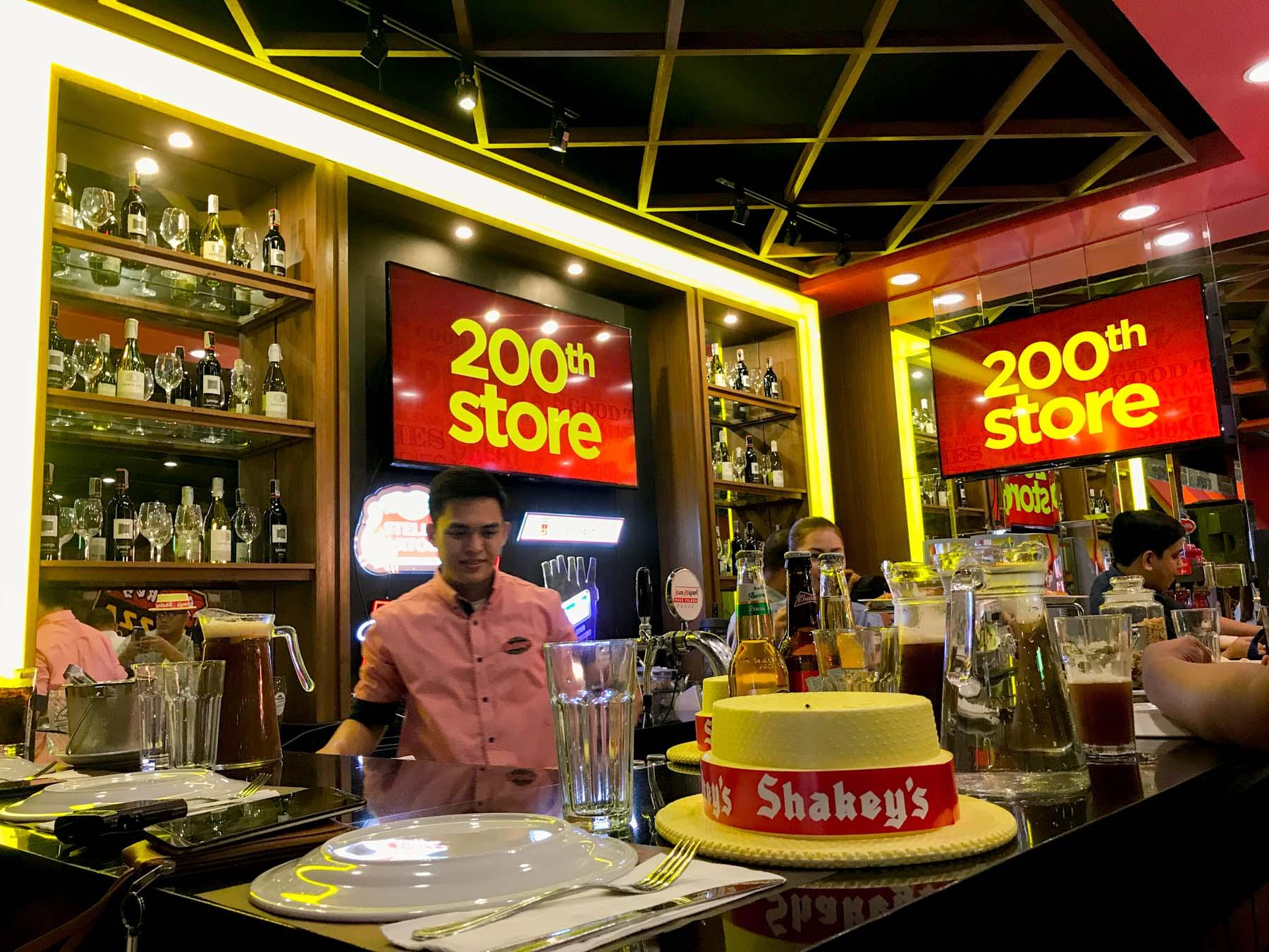 's shakey 200th store