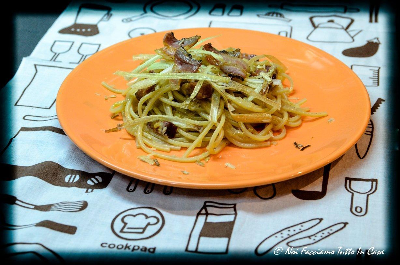 Spaghetti con porri e pancetta