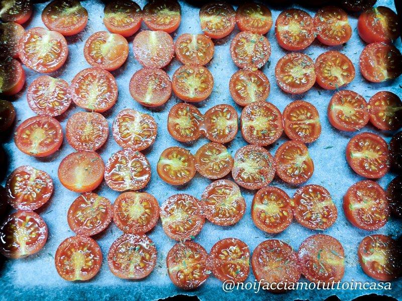 tagliatelle al pesto di pomodorini burrata e pistacchi