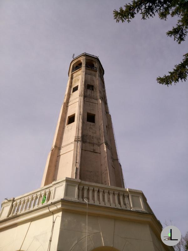 Brunate: Salita al Faro Voltiano