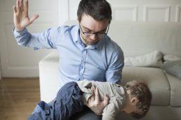 Sculacciare i bambini fa male?