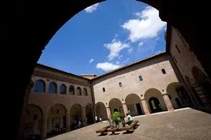 Il chiostro dell'ex Convento di San Domenico, che ospita il museo.