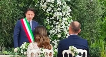 Martina Franca, matrimonio in masseria: celebra Giuseppe Conte L'ex presidente del Consiglio ufficiale di stato civile, fascia tricolore