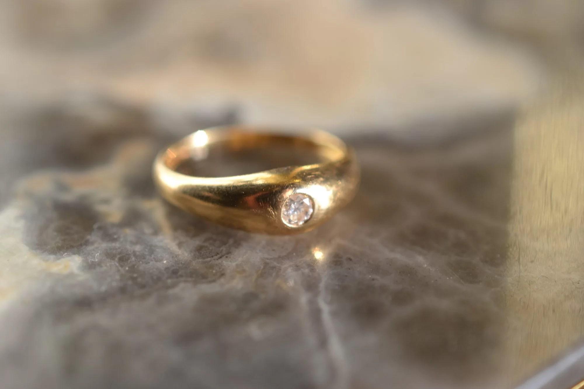 Bague Jonc Sertie D'un Petit Diamant