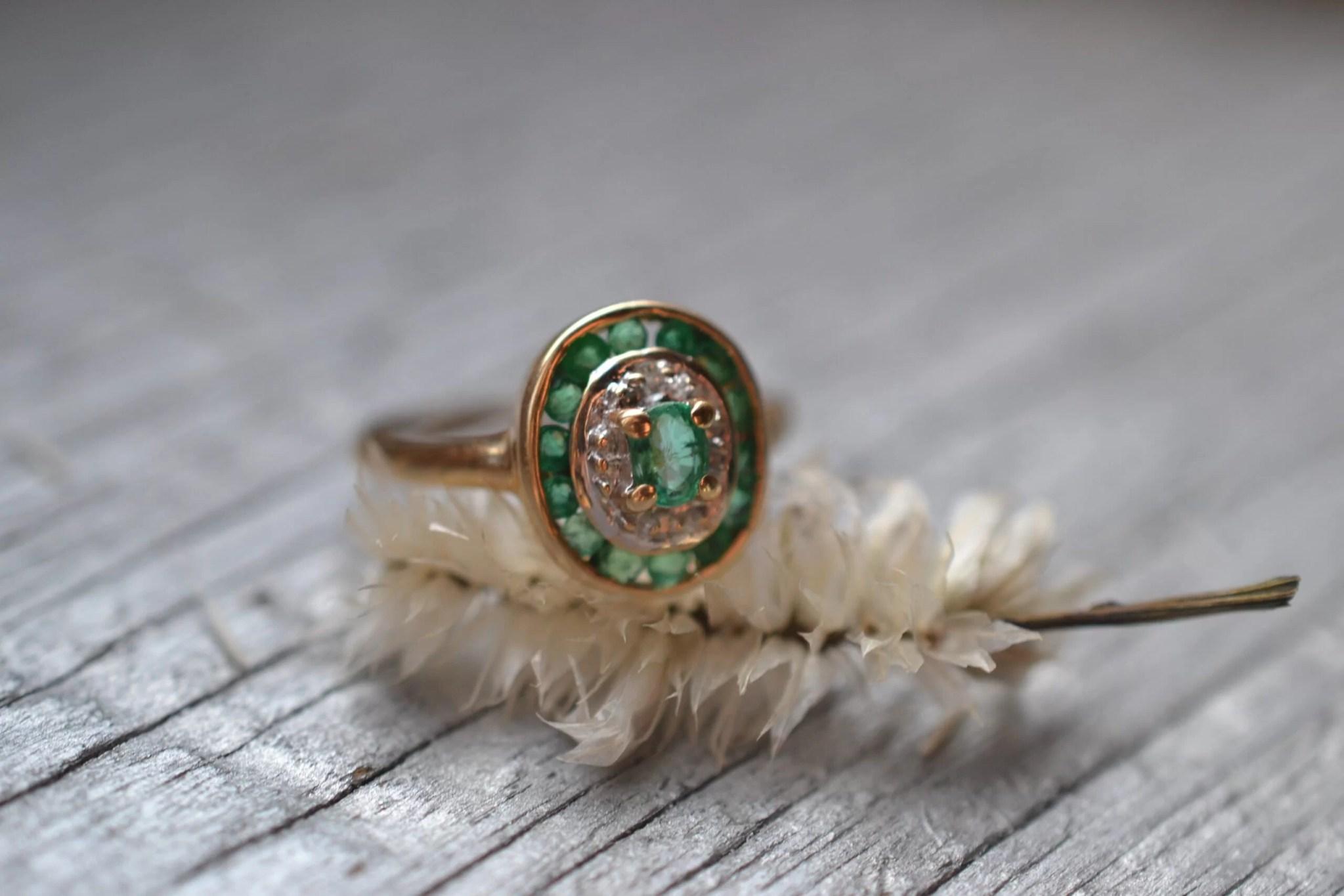 bague ancienne vintage émeraude - Or 18 carats - bijou durable et responsable fiançailles mariage éthique