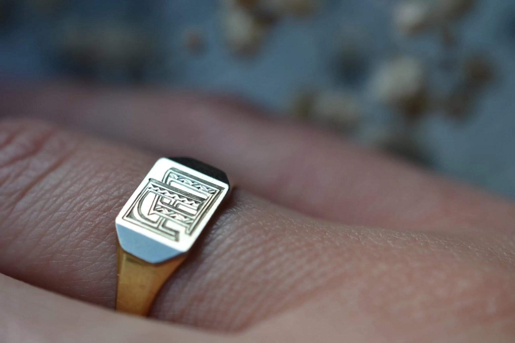 chevalière ancienne initiales - bijou ancien vintage seconde main en Or pur 18 carats