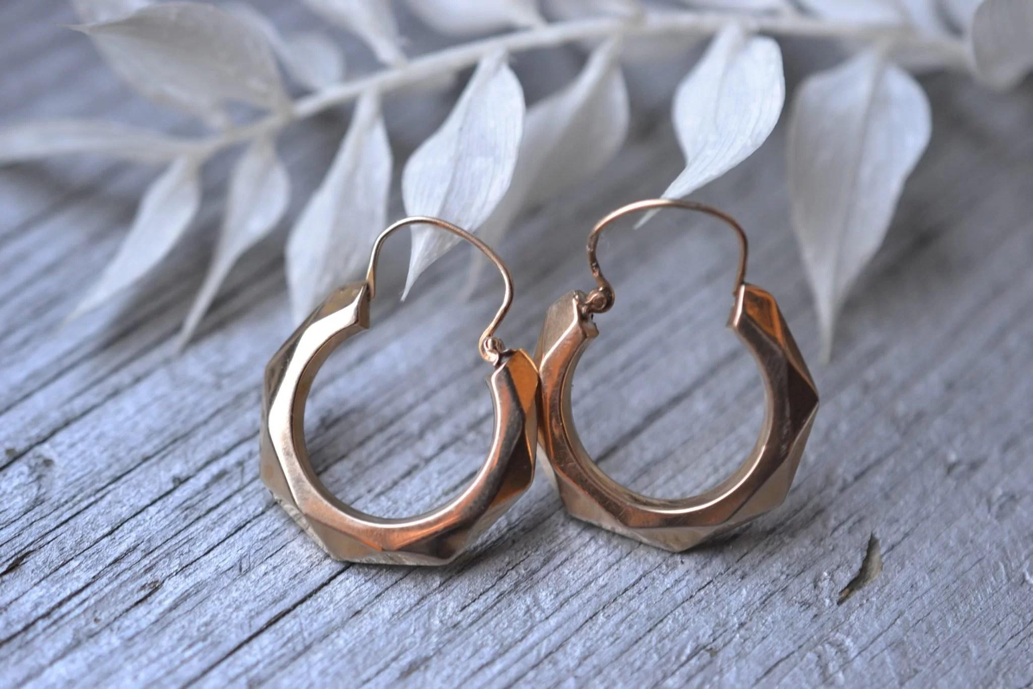 boucles d'oreilles créoles facettées - bijoux anciens - Vintage - en Or 18 carats