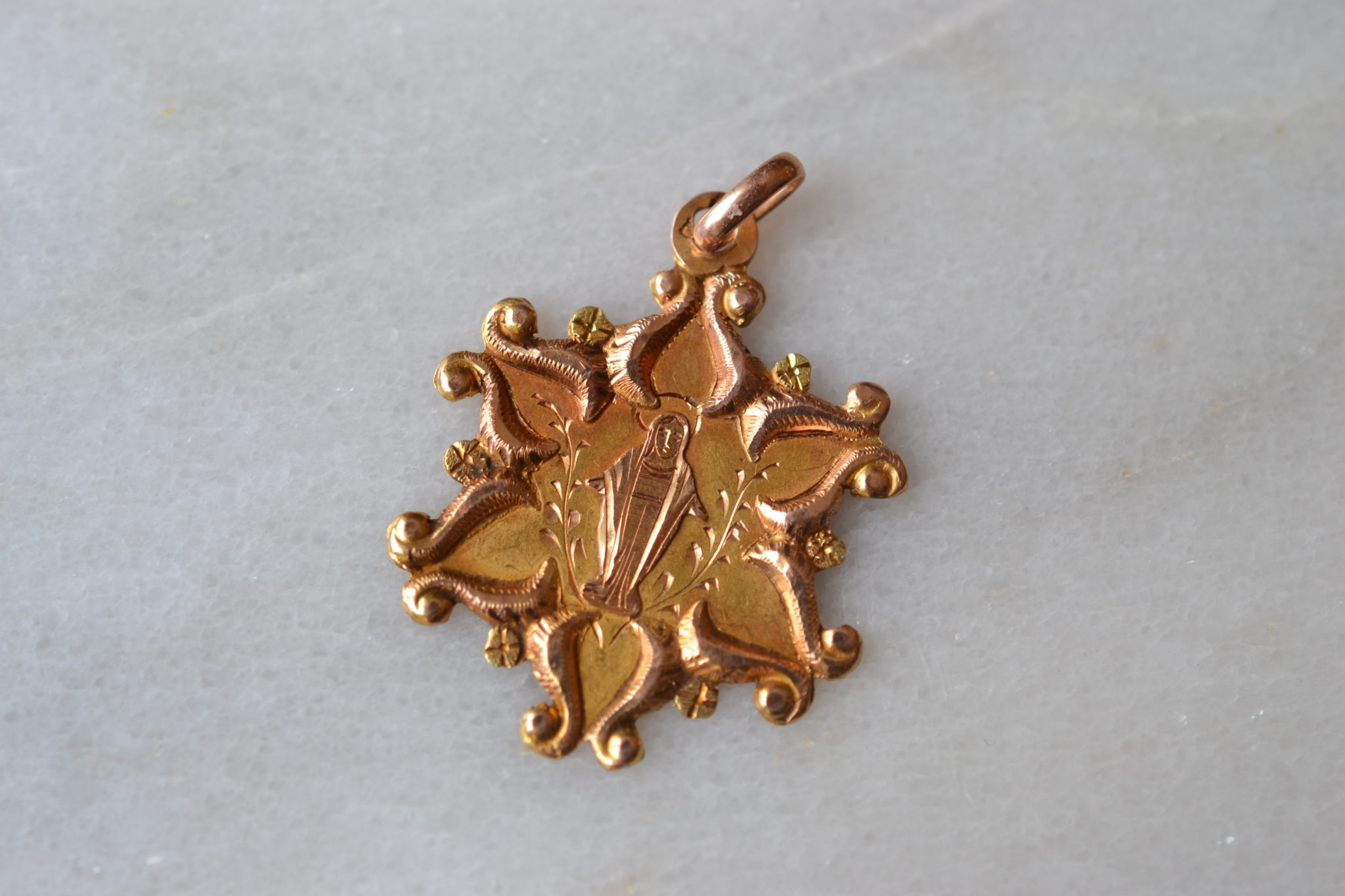 medaille étoile vierge - bijoux anciens en Or - bijoux ethiques