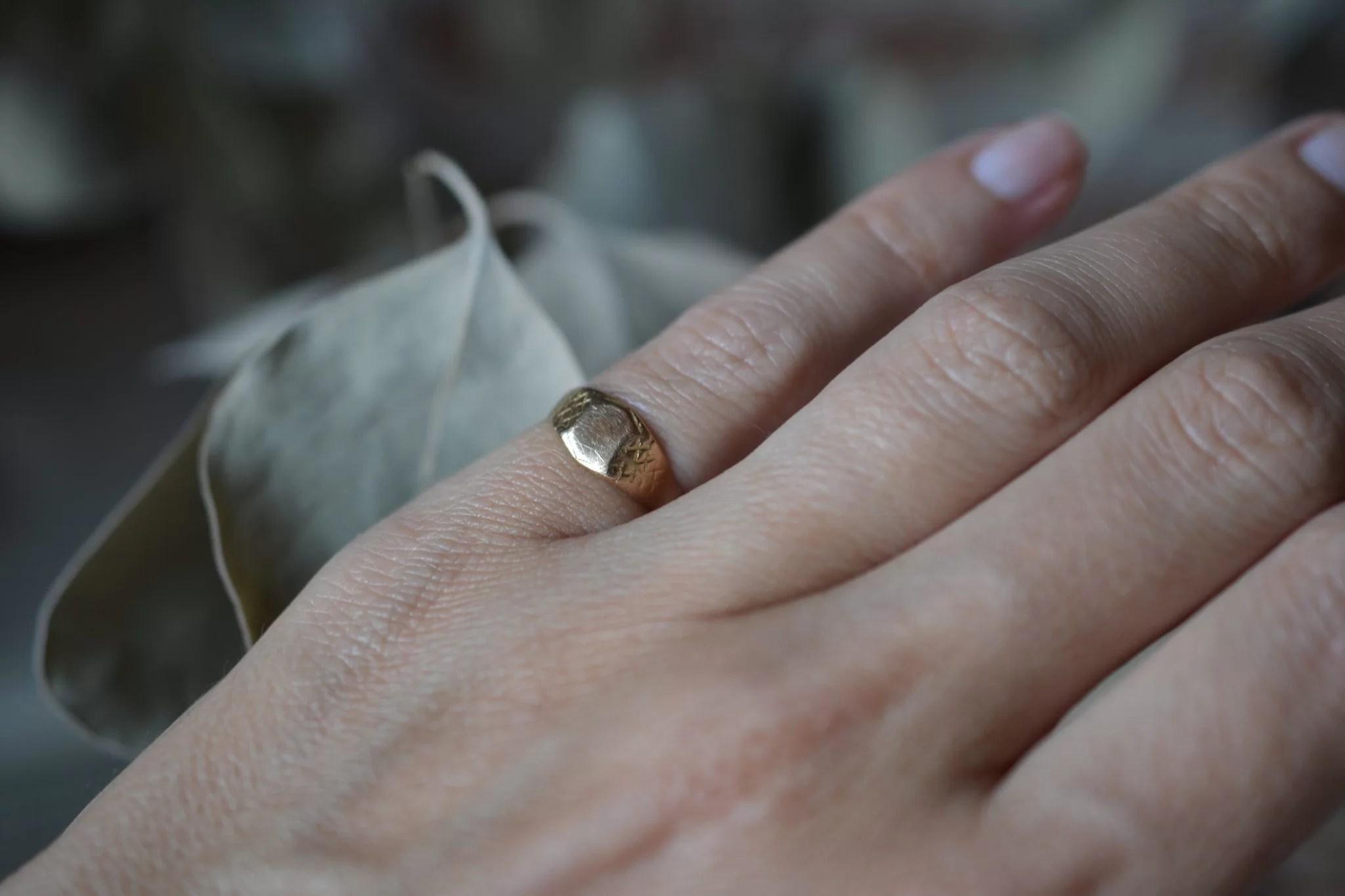 Bague chevalière petit doigt vintage - 18 carats - bijoux anciens noir carats