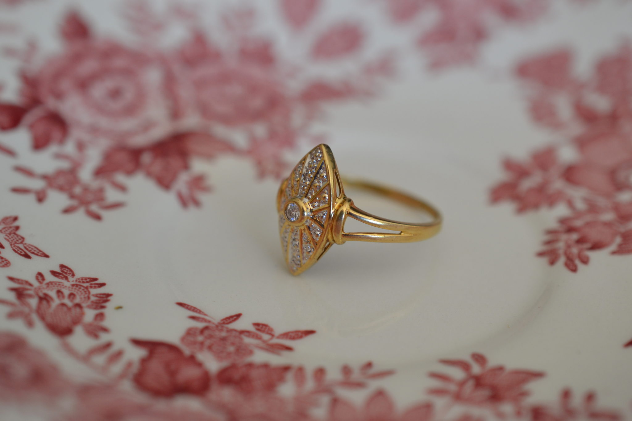 Bague Marquise Recouverte Et Centrée De Diamants - En Or Jaune 18 Carats - Bague Ancienne Fiançailles Mariage