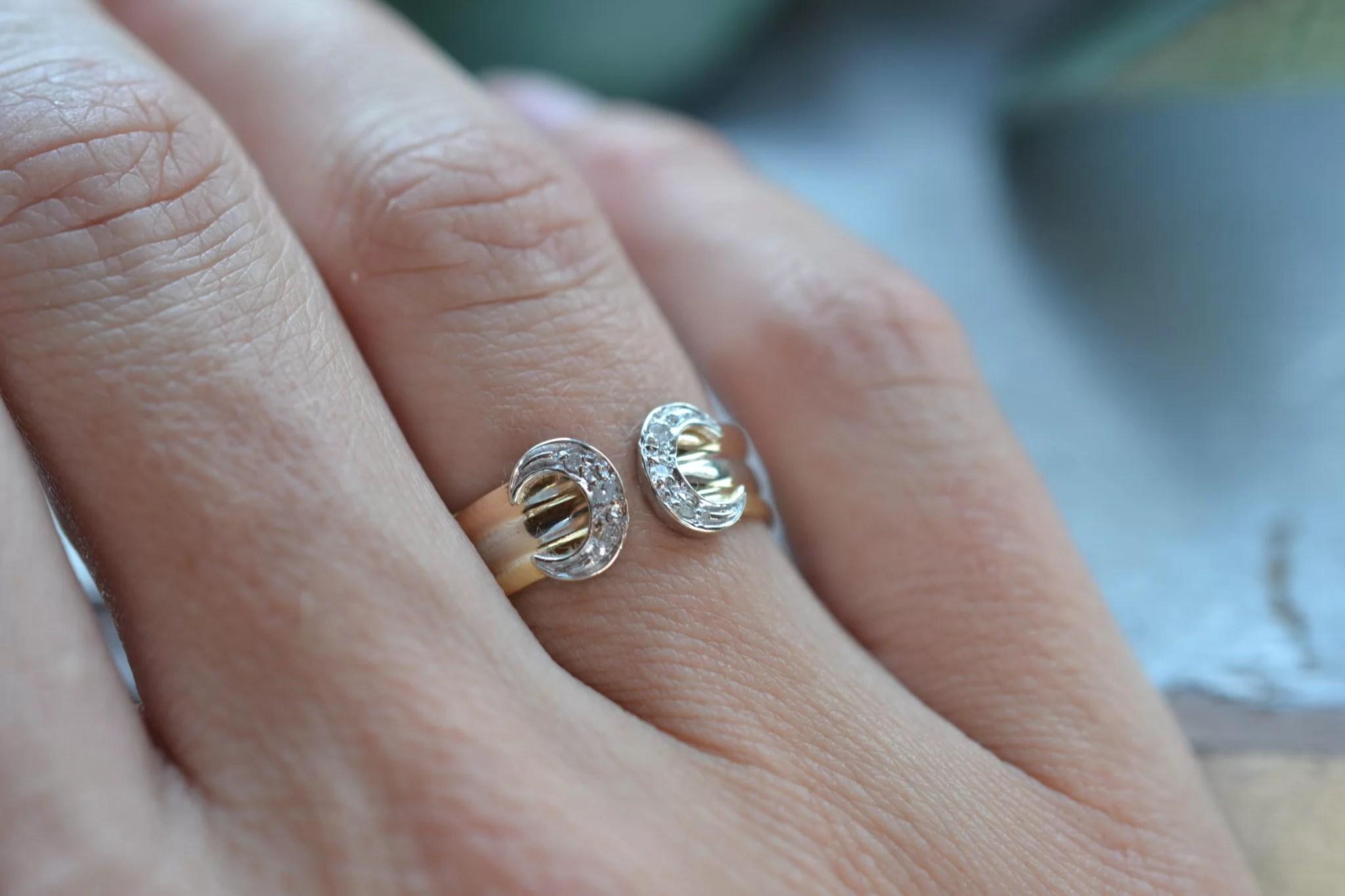 Bague fer à cheval façon cartier petites roses de diamants - bijoux en OR 18 carats - bijoux luxe