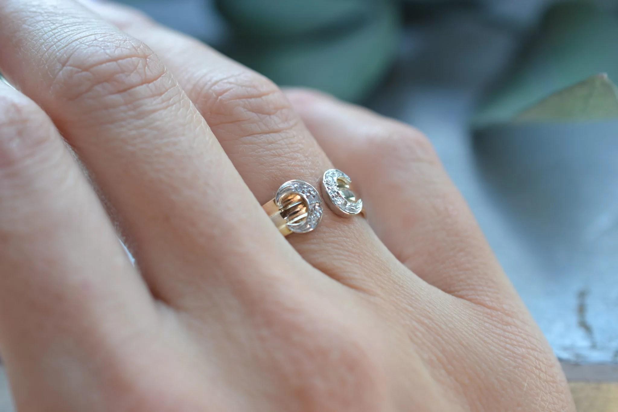 Bague fer à cheval façon cartier petites roses de diamants - bijoux en OR 18 carats - bijoux seconde main