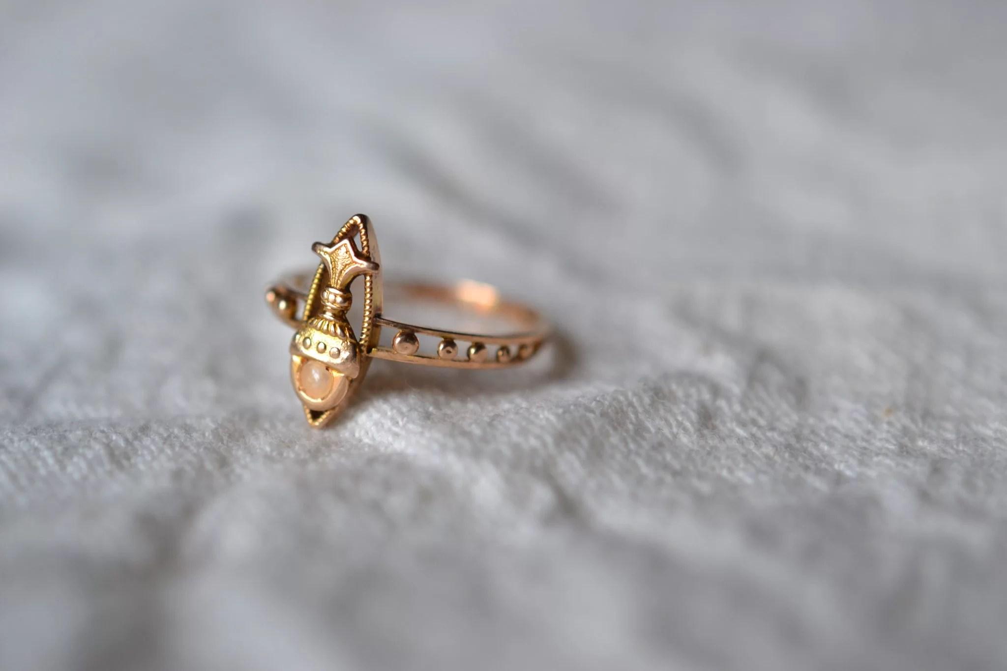 Bague Ancienne À Décor De Calice - En Or Et Perle - Bijoux Anciens Rénovés